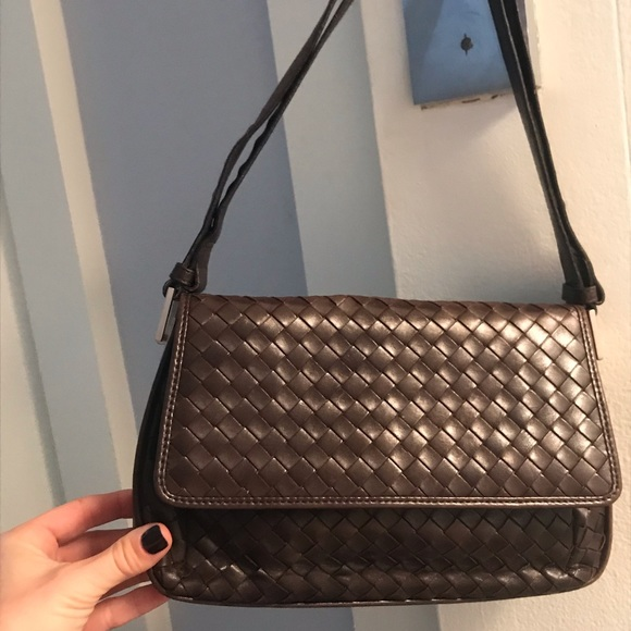 019cd3b15f2 Bottega Veneta Handbags - AUTHENTIC BOTTEGA VENETA SHOULDER  CROSS BODY BAG